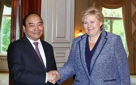 阮春福總理與挪威首相埃爾娜‧索爾貝格會晤。(圖源:越通社)