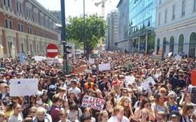 當地時間24日,歐洲議會選舉之際,數以百萬的氣候倡議青年在歐洲各國展開示威,籲採取行動對抗全球變暖。(圖源:互聯網)