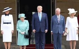 英國女王伊莉莎白二世在白金漢宮接見美國總統特朗普。(圖源:互聯網)