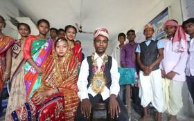 圖為尼泊爾古吉拉市的青少年表演有關童婚的小品,作為人口基金和兒基會反對童婚活動的一部分。(圖源:Unicef)