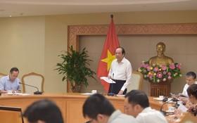 政府辦公廳主任梅進勇部長(站立)主持會議並發言。(圖源:日北)