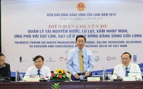 資源與環境部長陳紅河(右二)在研討會上發言。(圖源:潘英)