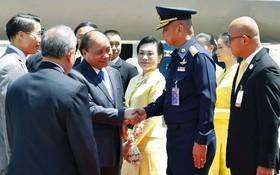 泰國官員赴機場歡迎阮春福總理一行。(圖源:越通社)