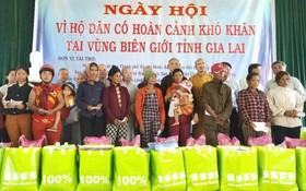 嘉萊省貧困同胞獲贈醫施藥和贈送禮物。