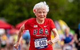 霍金斯在美國新墨西哥州的運動會上以21秒06的成績打破了百歲老人50米的世界紀錄。(圖源:互聯網)