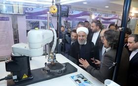 伊朗核危機持續惡化,總統魯哈尼(右二)視察核技術。(圖源:互聯網)