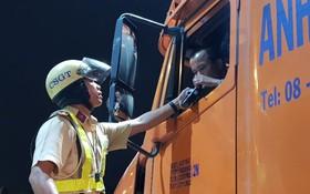 交警檢查酒後駕車行為。(圖源:春義)