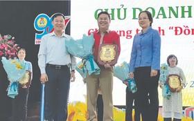 華人企業家、福成塑膠公司總經理 周先識獲表彰。