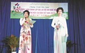 """""""長青""""司儀(左)朱麗芳,謝文英。"""