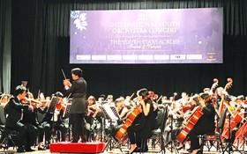 越台管弦樂團在市歌劇院演出。