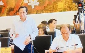 勞動與榮軍社會部長陶玉蓉(前左)在會議上發言。(圖源:英芳)