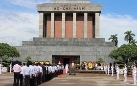胡志明主席陵晉謁儀式一瞥。(圖源:互聯網)