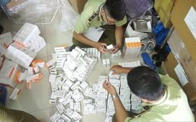 查獲的大量走私藥品。(圖源:C.T)
