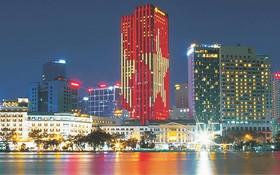 夜幕中的胡志明市。