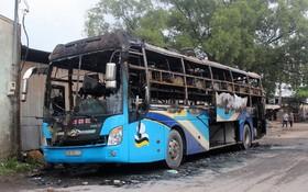 火勢撲滅後的客車只剩殘架廢鐵。