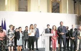 9月3日,法國總理府就打擊家庭暴力問題舉行了協商會議,80多名受邀參加會議的代表包括相關協會組織的負責人、警察、法官和律師。 (圖片來源:AFP)