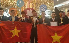 圖為我國參加2019年第四次莫斯科國際奧林匹克競賽的 8 名學生團隊。(圖源:明翠)