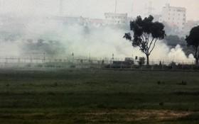 農民在內牌機場附近燃燒稻草造成煙霧瀰漫,影響飛機起降安全。(圖源:英維)