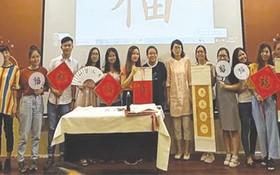 中國宋慶齡基金會文化交流團於日前參訪市師範大學,同時在該大學進行文化交流活動。