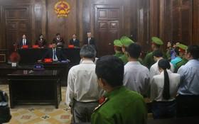 庭審現場,審判長宣讀判決書。(圖源:孟豐)