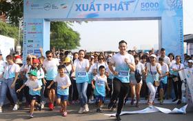 """2019年""""為越南癌症患者徒步活動""""出發時的氣氛充滿活力。(圖源:名仲)"""