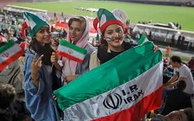 伊朗女球迷獲准入場為國家隊打氣。(圖源:互聯網)