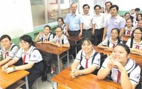 穗城會館理事長盧耀南、麥劍雄學校校長陳文練、各位老師及學生出席。