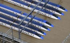 北陸新幹線列車被浸水。(圖源:AP)