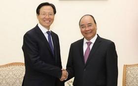 政府總理阮春福(右)接見中國農業農村部長韓長賦。(圖源:越通社)