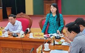 衛生部長阮氏金進(左二)在會議上發表講話。(圖源:TNO)