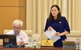 國會司法委員會主任黎氏娥(右)在會上發言。(圖源:人民代表)