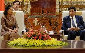 河內市人委會副主席阮國雄(右)接見柬埔寨王國副首相梅森安。(圖源:hanoi.gov.vn)