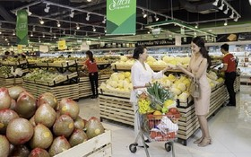 消費者在 Vin Eco 選購物品。(圖源:VinMart)