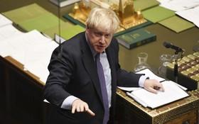 英首相鮑里斯‧約翰遜在議會下院發言。(圖源:新華社)