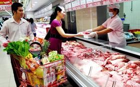 市民在超市購買豬肉。(圖源:陲楊)