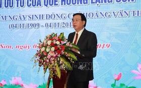胡志明國家政治學院院長、中央理論委員會主席阮春勝在科研會上發表講話。(圖源:越通社)