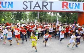 2019年Charity Fun Run慈善步行籌款活動出發時的氣氛充滿活力。
