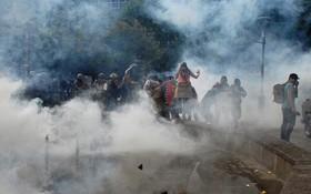 智利首都聖地亞哥上月14日開始出現一系列針對公交系統票價上漲的抗議活動,暴力衝突至今依然未出現減緩跡象。 (圖源:路透社)