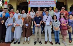 市華人佛教與市紅十字會慈善團。