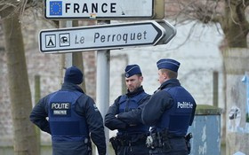 圖為比利時警察在法比邊境地區加強巡邏。(示意圖源:Getty Images)