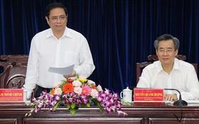 中央組織部長范明政(左)在會議上發言。(圖源:PV)