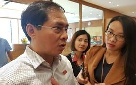 外交部常務副部長裴清山昨(25)日上午,在國會會議小休時接受記者採訪。(圖源:TTO)