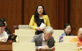 北件省代表阮氏水(後中)在國會議事堂上發言。(圖源:Quochoi.vn)