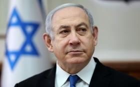 12月2日,以色列總檢察長曼德爾卜利特正式提交對涉嫌三起貪腐案的內塔尼亞胡的起訴書。(圖源:路透社)