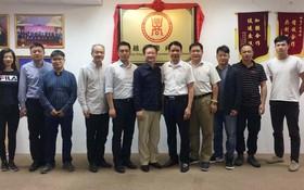 中國廣東工信廳代表團與本市投資的廣東籍企業家合照。