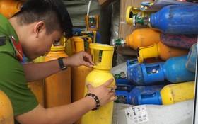 職能力量查獲的大批笑氣瓶。(圖源:TTO)
