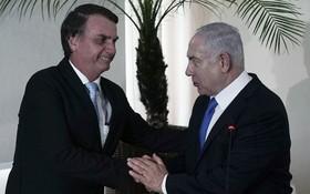 以色列總理內塔尼亞胡(右)指,巴西承諾將把大使館遷到耶路撒冷。(圖源:AP)