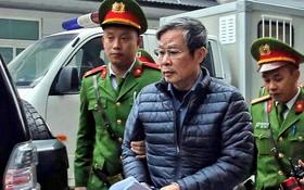 法警將阮北山押送到法院。(圖源:南陳)
