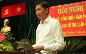 市人委會副主席陳永線在與第四郡選民接觸會上發言。(圖源:輝盛)