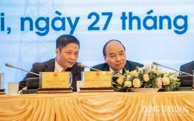 政府總理阮春福(右)與工商部長陳俊英出席會議。(圖源:工商部)